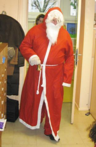 Le Père-Noël dans notre classe dans - 08 - Le Père-Noël dans la classe IMG_3190